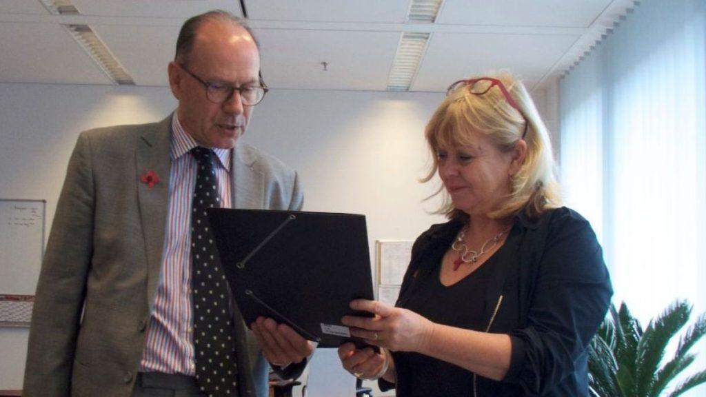 Birgit mit Botschafter Holborow